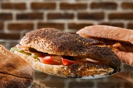 Le produit de base du concept : un plat cuisiné entre deux tranches de pain, soit un sandwich cuisiné.