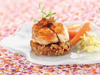 Medaillons-de-lotte-confits-aux-dattes-fondue-d-endives-et-jeunes-carottes