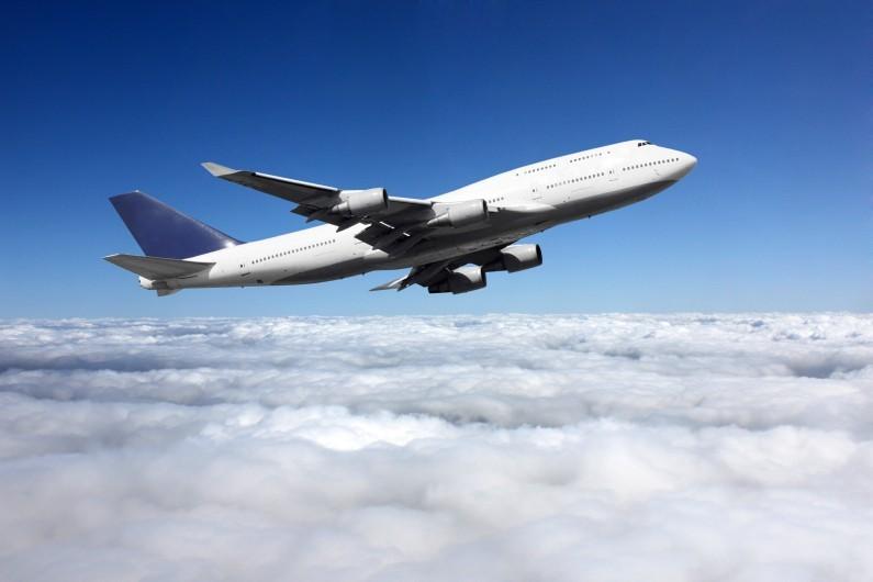 7777325909_chaque-annee-pres-de-deux-milliards-et-demi-de-personnes-voyagent-en-avion