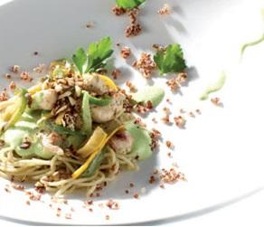 Eminces-de-pintade-aux-courgettes-jaunes-poivron-vert-et-gingembre-Spaghettis-au-quinoa-persille-et-creme-vegetale-a-l-huile-de-noisette