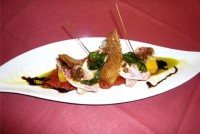 Filets de rouget Barbet à la plancha, vinaigrette à l'huile d'avocat et croustillant de polenta