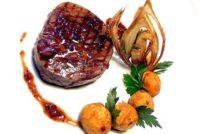 Tournedos de bœuf grillé, parfum de béarnaise dans une coque de pomme de terre