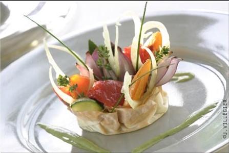 You are currently viewing Tartelette croustillante de légumes à la crème de chou-fleur, émulsion d'herbes odorantes