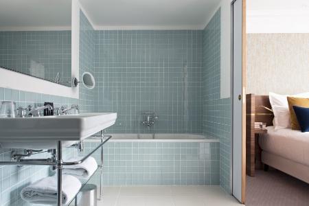 Comment agr menter une salle de bains sans fen tre for Eclairer une salle de bain sans fenetre