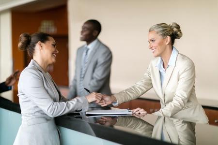 Hôtellerie : comment instaurer une relation client réussie à partir de l'accueil
