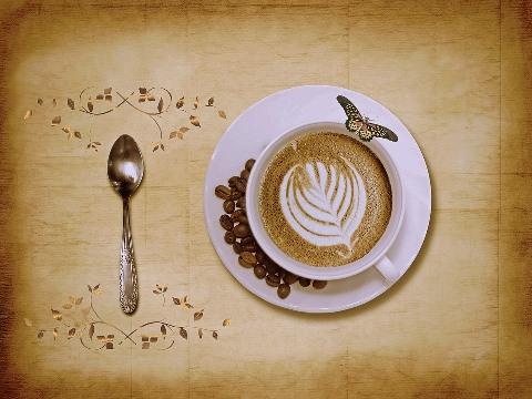 Cuillère à café : de quel côté la présenter ?