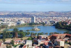 lake_anosy_central_antananarivo_capital_of_madagascar_photo_by_sascha_grabow_0