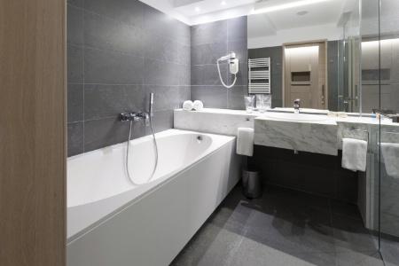 Les étapes de nettoyage de la salle de bains