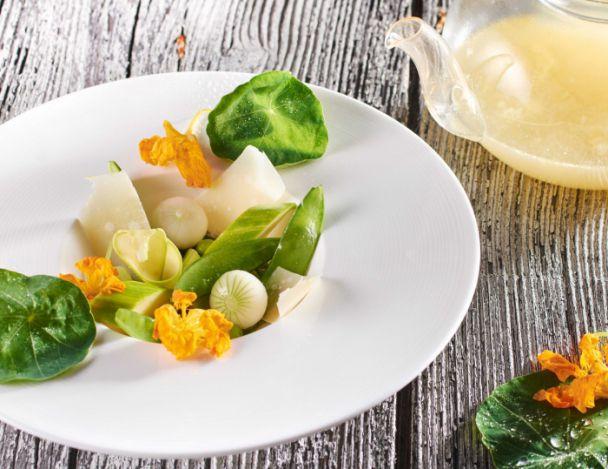 You are currently viewing Méli-mélo de légumes verts du jardin et fleurs de capucine
