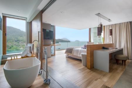 © Benoit Diacre Dans cette chambre de l'hôtel la réserve Rio Das Pedra, au Brésil, une grande cloison coulissante permet d'ouvrir ou de fermer la salle de bain.