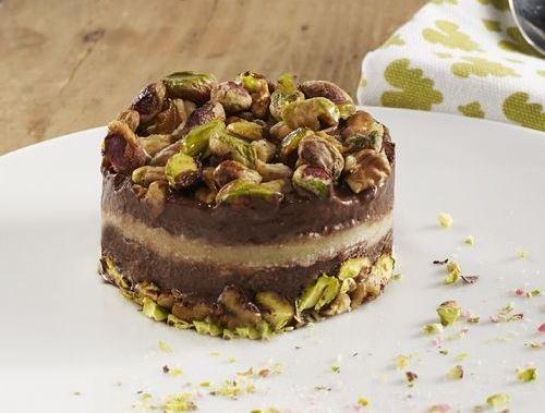 Gourmandise de crème vanillée, chocolat et pistache