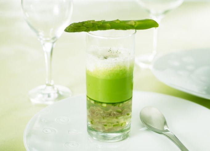 Crème d'asperges vertes frappées au lait d'amande douce